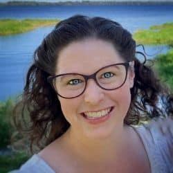 woman wearing an eye glasses